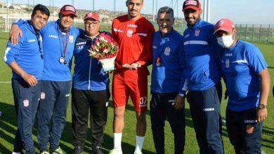 Photo of الحسنية يكرم لاعبه بوفتيني بعد التتويج القاري